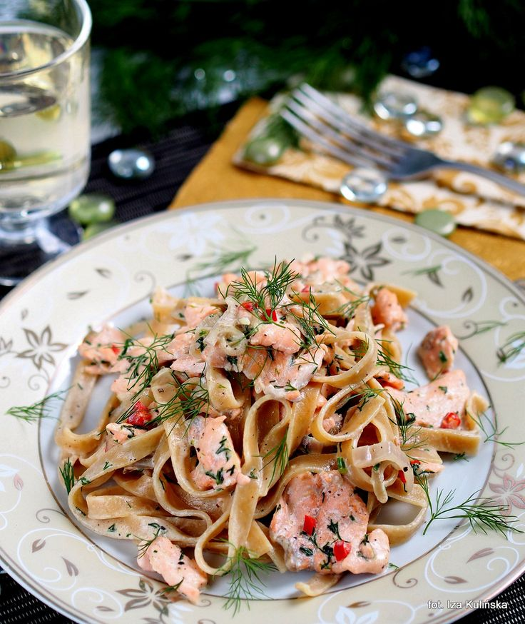 Smaczna Pyza sprawdzone przepisy kulinarne: Ryba. Makaron. Pełnoziarniste wstążki z łososiem, cydrem i śmietanką
