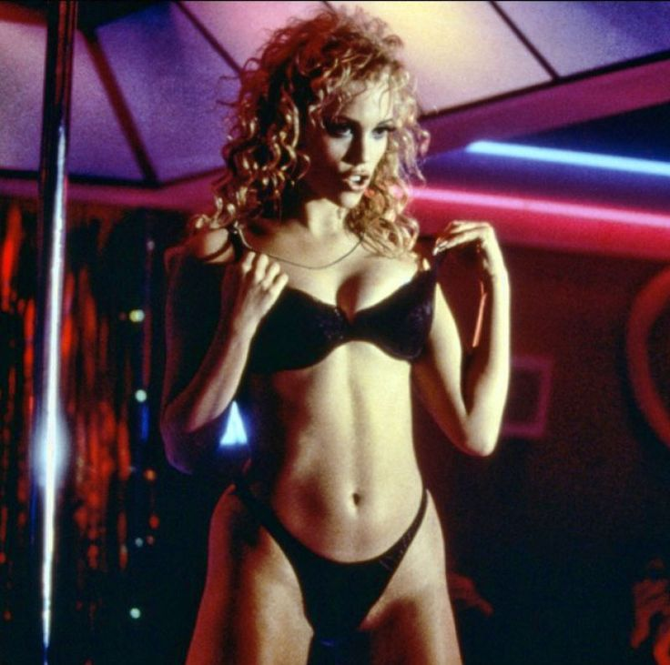 "Elizabeth Berkley en ""Showgirls"", 1995"