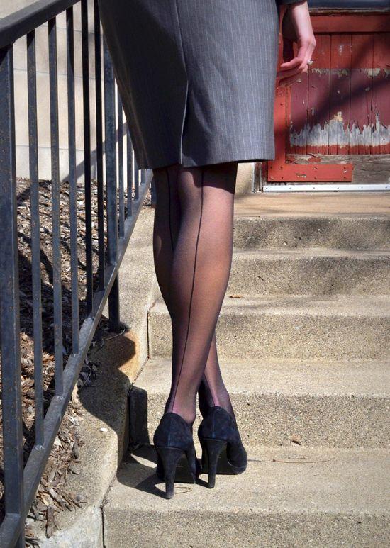 Real up skirt 44 hermosa mujer y sorpresa - 2 part 7