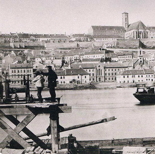 A Budapest-bloggerek közössége úgy gondolta, hogy egy-egy poszttal emlékeznek meg a főváros egyesítésének 140. évfordulójáról. Itt a mi posztunk, amivel boldog születésnapot kívánunk a kedvenc városunknak. A többiek posztjait az írásunk alatti linkeken éritek el.Ma 140…