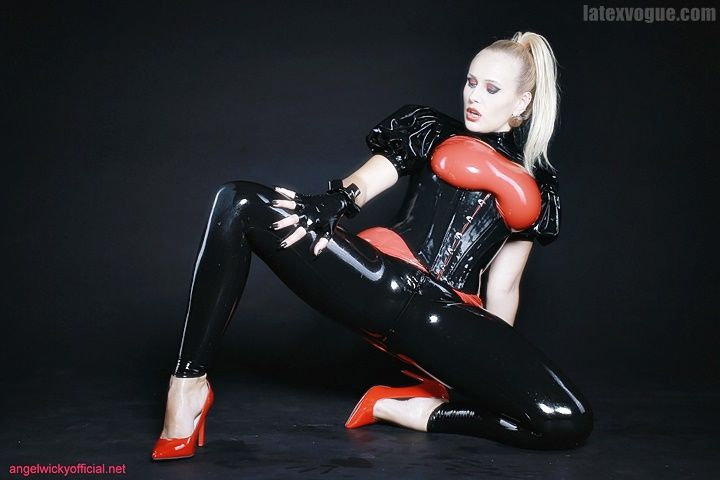 New latex gallery with damn hot Angel Wicky is out 😛🤤 More at: wwww.latexvogue.com Model: Angel Wicky www.angelwickyofficial.net Latex by www.latexvogue.com #latexmodel #mistress #fetish #sexygirl #highheels #latexleggings