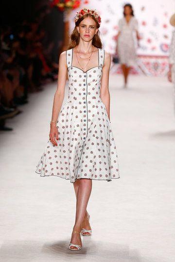 ss-2016_fashion-week-berlin_de_lena-hoschek_56170
