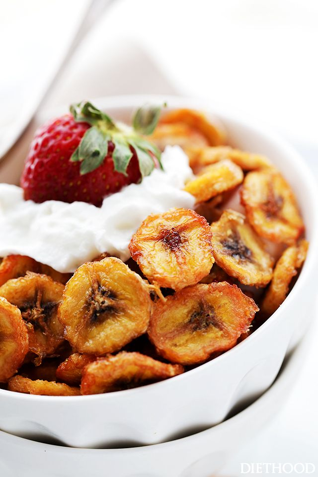 Homemade Baked Banana Chips- Deliciously sweet and guilt-free baked banana chips are so easy to make and are the perfect portable, healthy snack to have on hand.