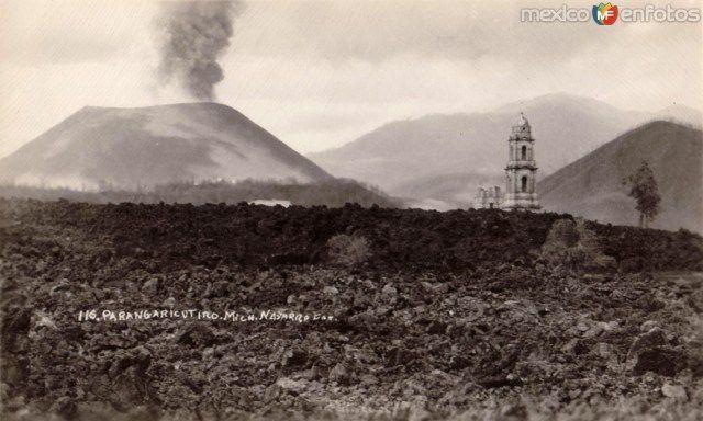 TemplodeParangaricutiro,cubiertodelava (Paricutín, Michoacán).