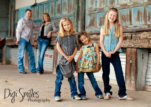 Family photo pose with kids in foreground - love the rustic urban look
