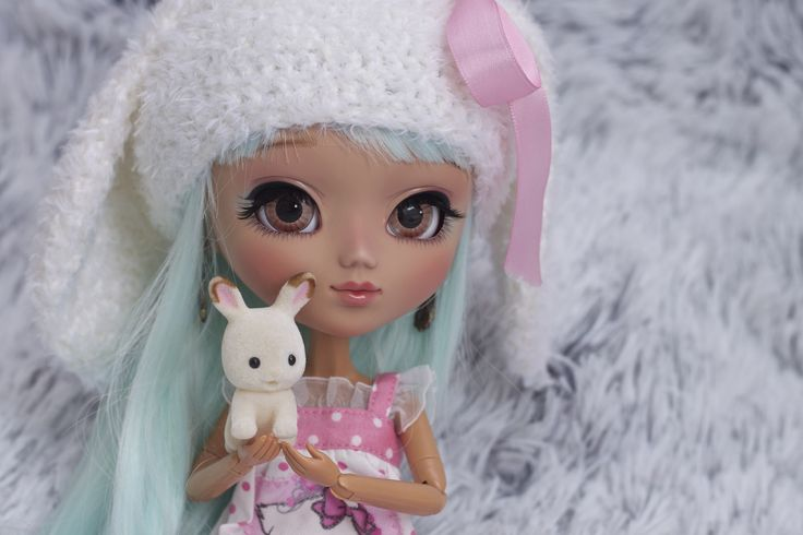 https://flic.kr/p/geTnBa | Millicent - Pullip custom | Pullip Nahh-Ato custom by -Poison Girl- - Cuddling in the blankets with the little cute bunny ^ _ ^ Wearing bunny hat! Ugh it's so hard to pose this body! >-< Does anyone know wich Liv Doll body I should buy for her? Would be a big help! :D