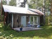 Suloinen korpimökki. Tunnelmaa ja tekemistä. Uusi sauna. Vanha asutustila jossa sauna, aitta, navetta,  talvilämpimän mökin lisäksi. Mökissä sähköt.  Kuolimonrantaan ei kovin pitkä matka jossa rannan
