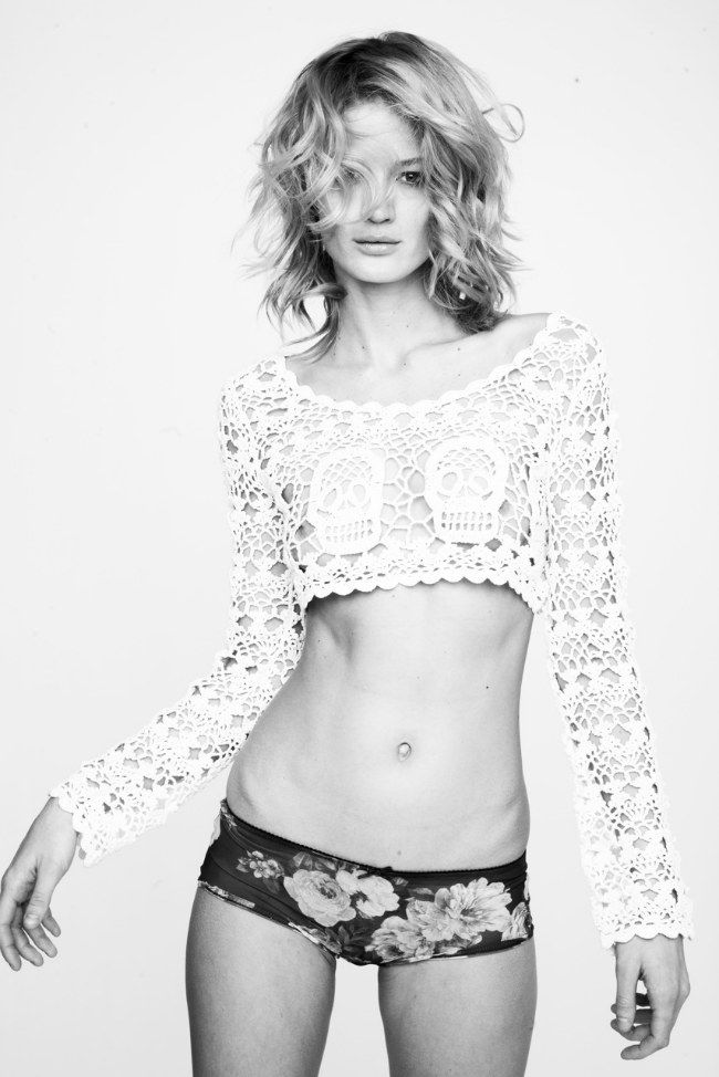 coolios, crochet sweater with skulls in the chest area: Skulls, Lace, Fashion, Girl, Style, Posts, Beauty, Crochet Tops, Hair
