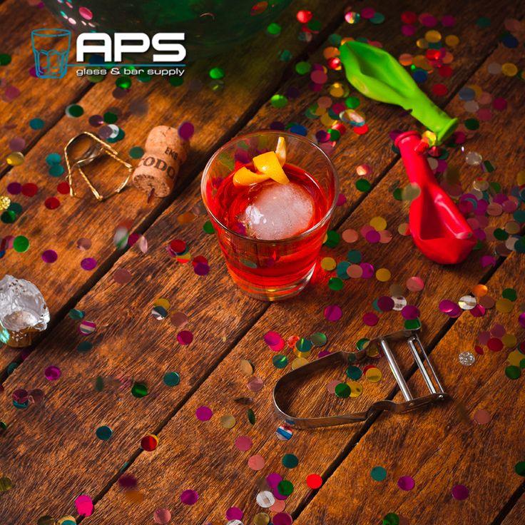 Gelukkig nieuwjaar allemaal, we hopen jullie allemaal weer te mogen ontvangen in 2015 in ons nieuwe pand en zullen dit jaar weer ons best doen om jullie zo goed mogelijk te ontvangen!   #bar #inspiratie #mixology #glaswerk #glassware #aps #happynewyear #gelukkignieuwjaar #nieuwjaarsdag