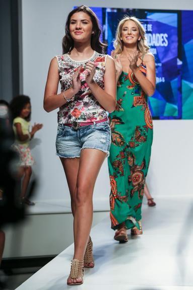 A apresentadora Ticiane Pinheiro mostrou o seu lado modelo na tarde desta terça-feira, 22. Ela cruzou a passarela em um desfile no evento Mega Polo Moda, em São Paulo. A atriz mirim Lívia Inhudes, que fez a novela Chiquititas, do SBT. Veja as fotos: