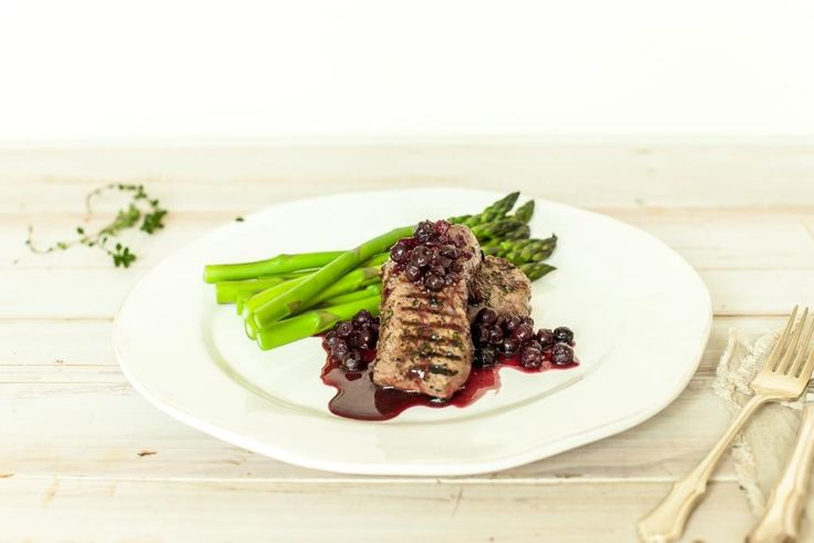 Photography: Tracie Heasman Serves 4, GF, DF ¼ red onion, finely chopped 1 garlic clove, crushed 1 tbsp oil ¼ cup red wine/port 2 tbsp redcurrant jelly 1 cup good quality beef stock 1 cup blueberries 2–3 tbsp fresh thyme, finely chopped 800g venison medallions (we used Silver Fern Farms) salt & pepper In a…