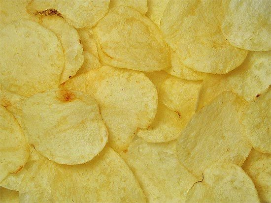 Aprenda a fazer batata chips no microondas
