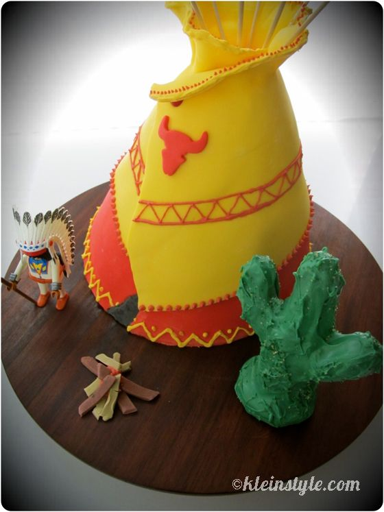 Tipi cake native american kids birthday party, playmobil character, edible bonfire and cactus  via kleinstyle.com