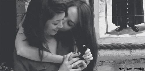 Resultado de imagen para lesbian gifs