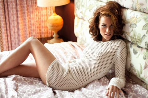 Hilarie Burton is beautiful. Love her with brown hair.