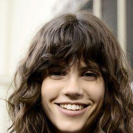 Frangia sui capelli ondulati | Donna Moderna
