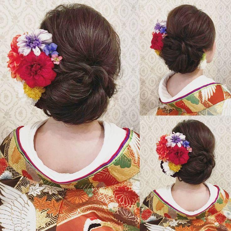 結婚式の前撮り 和装ロケーション撮影のお客様 かっちりし過ぎない和髪 下めにボリュームを かっちりしすぎず、ゆるすぎずなアップスタイル ビビッドな色を中心に 左右にお花を付けました お花の髪飾り購入については HP に入っていただき メールにてお問合せくださいませ。 バニラエミュではヘアメイクスタッフを募集しています! ぜひ、お気軽にご連絡ください! #ヘア #ヘアメイク #ヘアアレンジ #結婚式 #結婚式ヘア #サロモ #日本中のプレ花嫁さんと繋がりたい #ウェディング #バニラエミュ #セットサロン #ヘアセット #花 #成人式ヘア #プレ花嫁 #結婚式前撮り #前撮り #着物ヘア #2016冬婚#2017秋婚 #和装ヘア#2016秋婚 #2017春婚 #結婚準備#成人式#和髪#2017秋婚 #2017冬婚 #振袖 #振袖ヘア