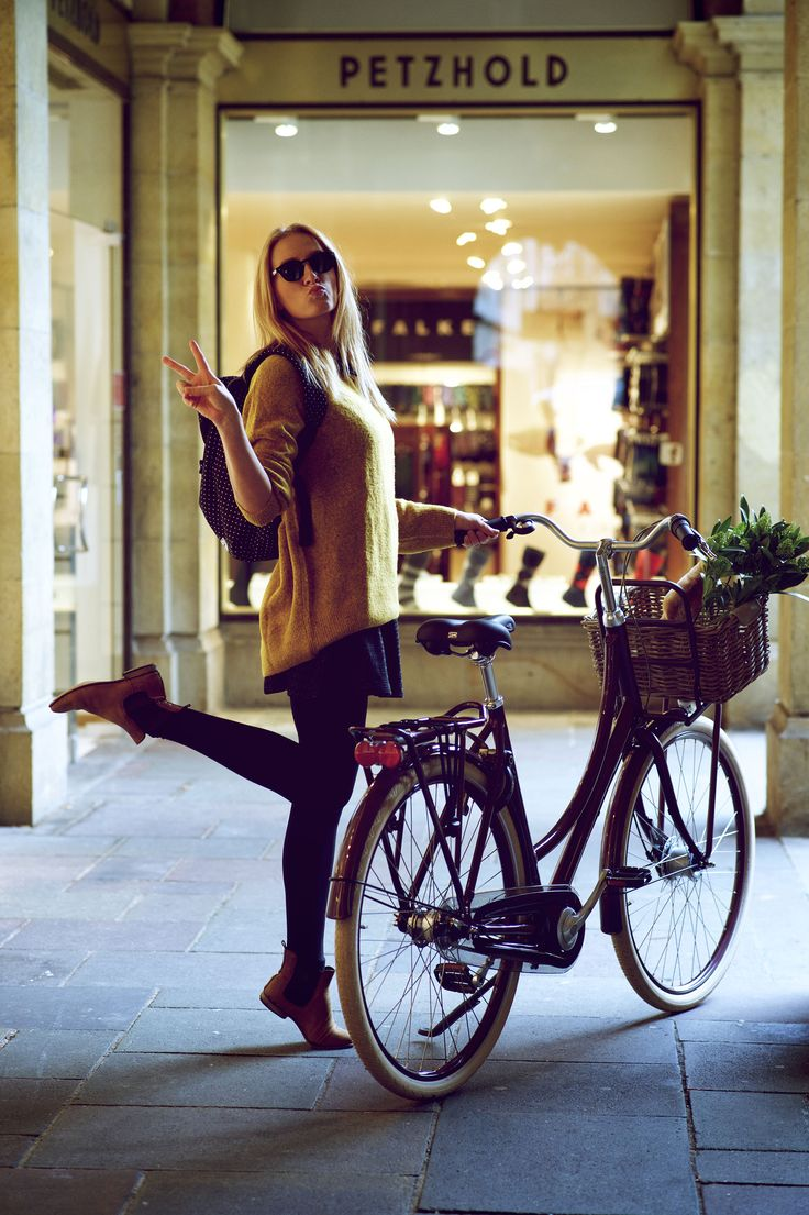 enjoy your #shopping #tour with Batavus #Diva, a wounderful colored #city #bicycle, #shooting #Münster with Yorick #Carroux