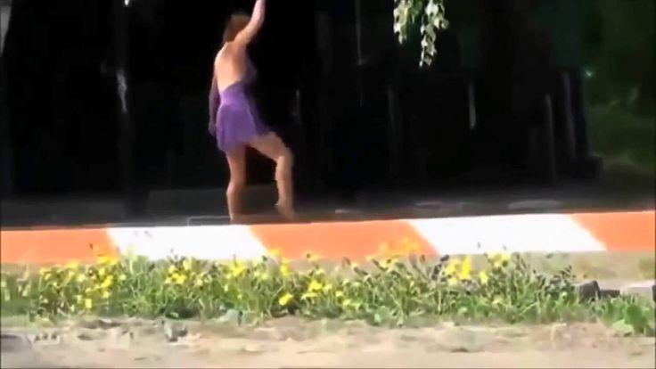 Pijana dziewczyna próbuje wykonywać ćwiczenia gimnastyczne...