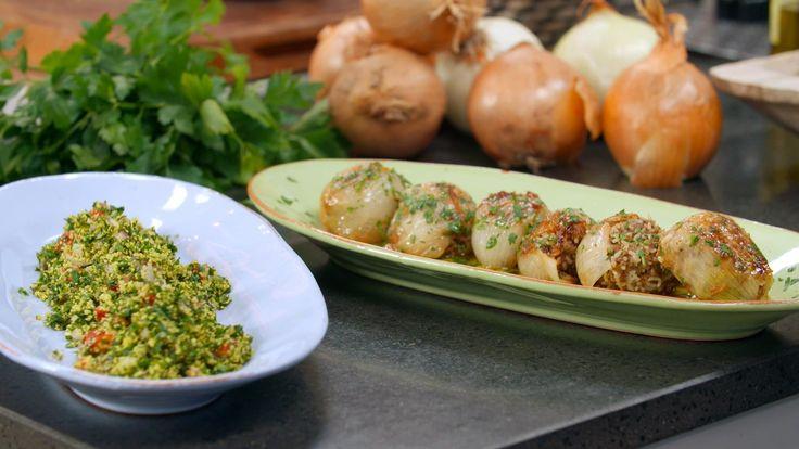 Brødrene Prices opskrift på libanisiske fyldte løg med lømmekød og varme krydderier. Server til aften med en god blandet salat til.