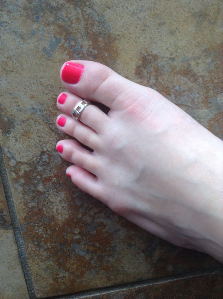 If you were a '90s kid, toe rings likely played a big part in your childhood. Chances are if you still have a fetish for this foot jewelry, you'll probably recognize a few of the following things every toe ring wearer will understand. Growing up, toe