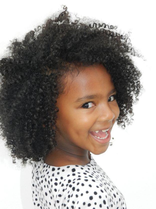 17 meilleures id es propos de coiffures fris es sur pinterest coiffures boucl es naturelles. Black Bedroom Furniture Sets. Home Design Ideas