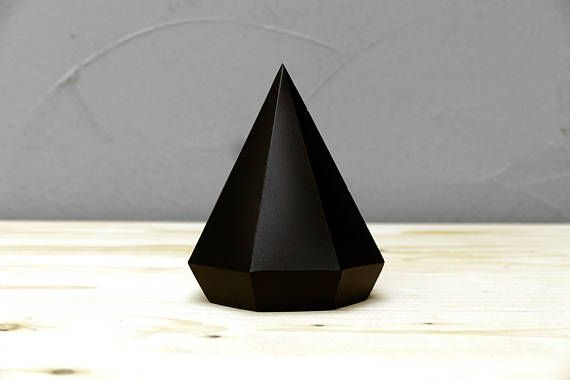 This handmade concrete diamond can be use as paperweight or as a jewelry stand. Turn it upside down and use it as a minimal geometric sculpture or between books.  Dimensions are about 5.5 x 4.3 inches (14 x 11 cm). Mass 1.7 lbs (0,8 kg). Color: painted concrete - matte black spray paint  Listed price is for a single diamond.  Each diamond is unique, depending on how the concrete is poured into the mold, your diamond will be one of a kind. Due to the nature of the material we use there may be…