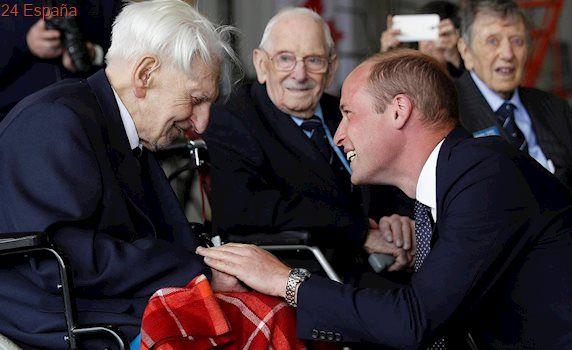 El Príncipe Guillermo se reúne con veteranos de la Segunda Guerra Mundial
