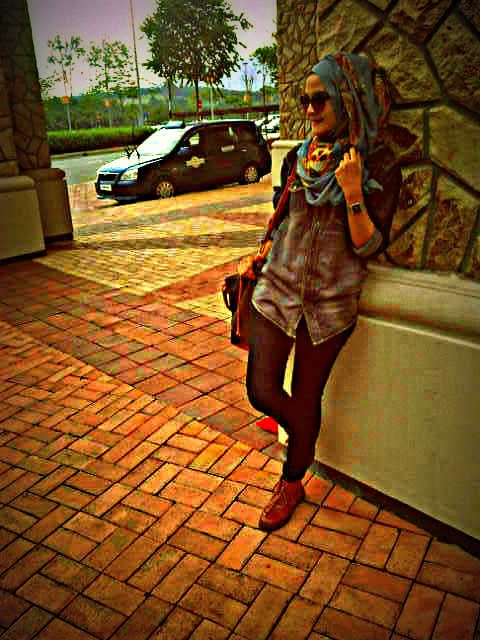Casual wear - Denim wear - Skull Shawl - Doc Martens - JohorPremiumOutlets-Hijab Style