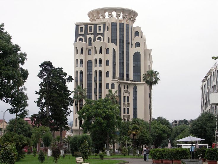 Batumi egy nagyon különleges város Grúziában. Fekete-tenger parti fekvése és különleges hangulata miatt egyetlen Georgiai városhoz sem hasonlítható.