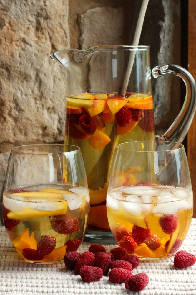 White Mango Sangria | There are DRINKS and then there are DRANKS ...