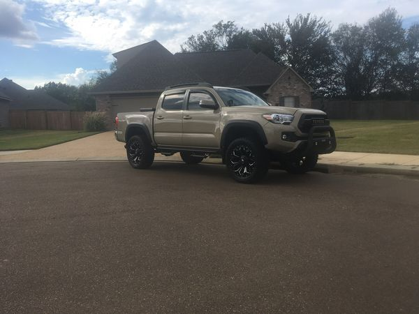 Toyota Tacoma 4 sale  Low miles lots of extras, fully loaded
