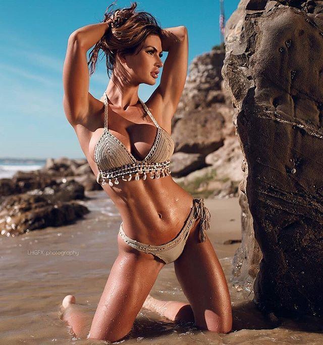Katelyn Runck Cosplay In Sexy Bikini Girls Fitness Red Tube 1