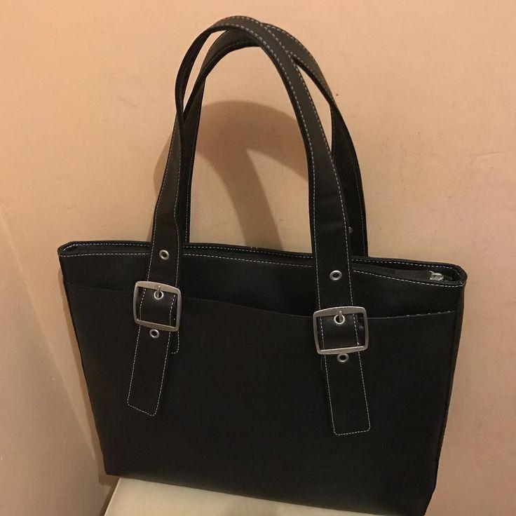 New laptop bag. Enough space for other things also. #shoppingonline #laptopbag #hplaptopbag #parerirazlete