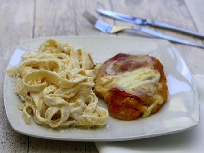 Recette Plat : Escalope de veau panée et gratinée au jambon et mozzarella, tagliatelle sauce ricotta par AmandineCooking