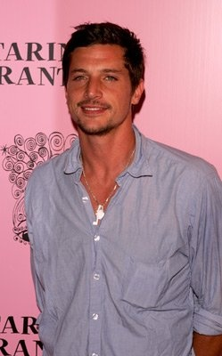 Simon Rex.. Back in the day.