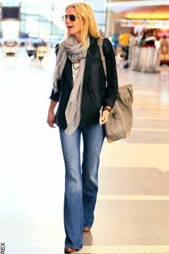 Good choice for a staple outfit. Works for business casual, travel outfit or a day of shopping.
