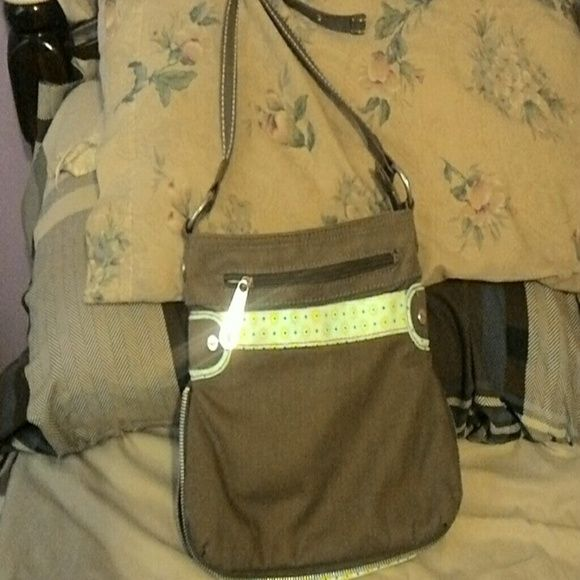 Thirty One purse Thirty One Purse in euc.  It has a zipper at the the bottom.  Could be used as a crossbody. Please make offer price is negotiable. I have other purses also if interested. I will give a good deal. Thirty one Bags Shoulder Bags