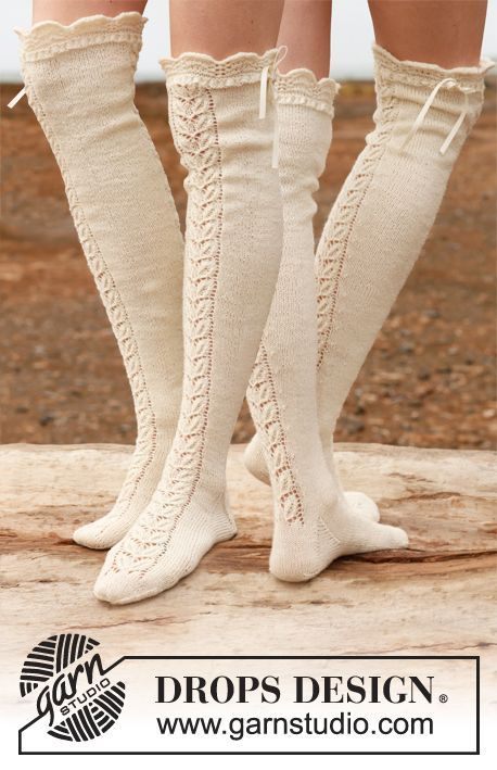 """Knitted DROPS stockings with lace pattern in """"Fabel"""". ~ DROPS Design"""