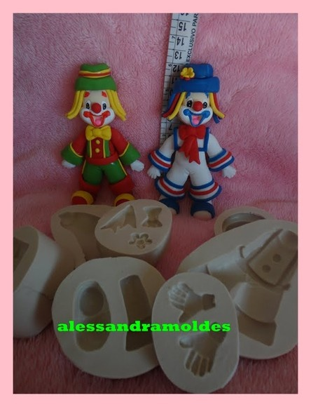 MOLDE DO PATATI PATATA CONTEM 7 MOLDES NAO ACOMPANHA O CABELO R$44,90: Nao Acompanha, Fake Cakes, Moldings Nao, Moldings De, Light Pink Hair, Cakes Attraction, Cabelos R 44 90, Alessandra Moldings, Cakes Clowns