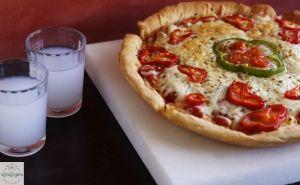 Πίτσα σαγανάκι με λαδοτύρι Μυτιλήνης