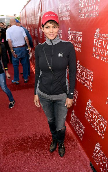 Halle Berry Co-Host Halle Berry attends the 21st Annual EIF Revlon Run Walk For Women on May 10, 2014 in Los Angeles, California.