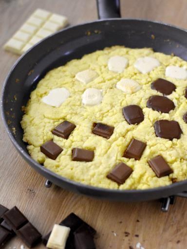Cookie à la poêle aux 3 chocolats : Recette de Cookie à la poêle aux 3 chocolats - Marmiton