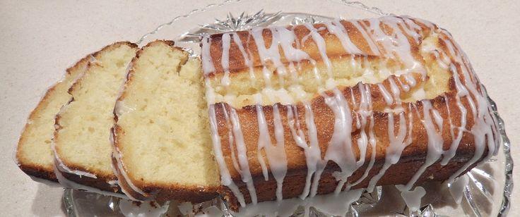 Το κέικ είναι από τα αγαπημένα γλυκά μικρών και μεγάλων και αποτελεί μία σταθερή αξία.    Πλέον υπάρχουν πάμπολες επιλογές για ένα νόστιμο κέικ, με συνδυασμούς γλυκών και αλμυρών γεύσεων .    Εμείς σας παρουσιάσουμε μία η οποία δεν