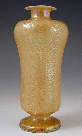 Irridescent glass vase in phanomen pattern