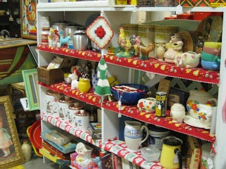 C. Dianne Zweig - Kitsch 'n Stuff: Antique Booth Display Ideas: The Importance Of Color And Charm