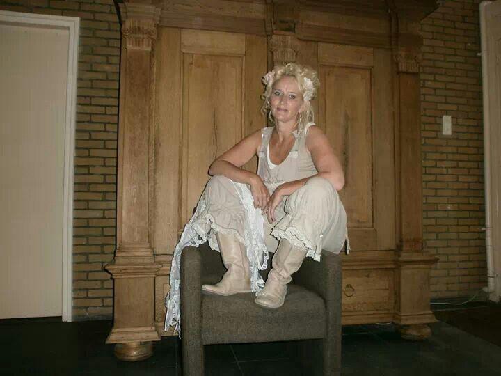 Nog met lang haar mijn favoriete broek gemaakt door mijn moeder model magnolia pearl zit super