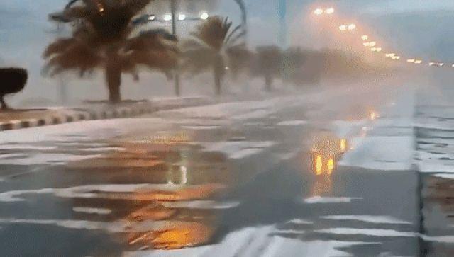 Το Κουτσαβάκι: Χιόνι έπεσε στη Σαουδική Αραβία Video