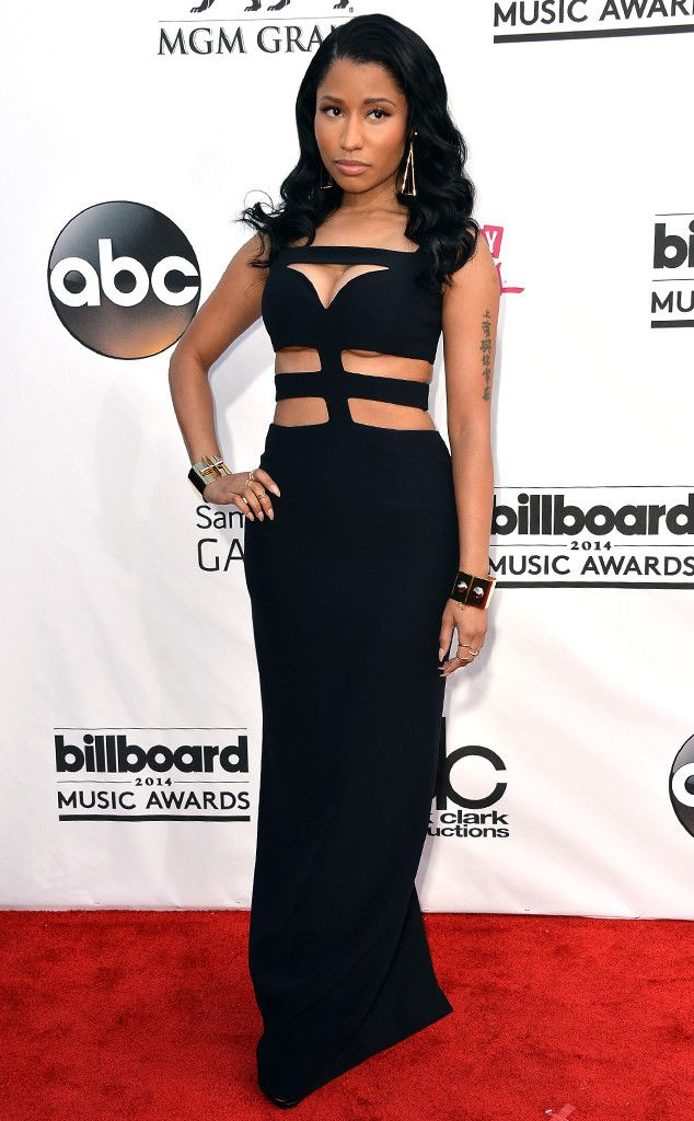 Nicki Minaj looks simply divine in her black gown.