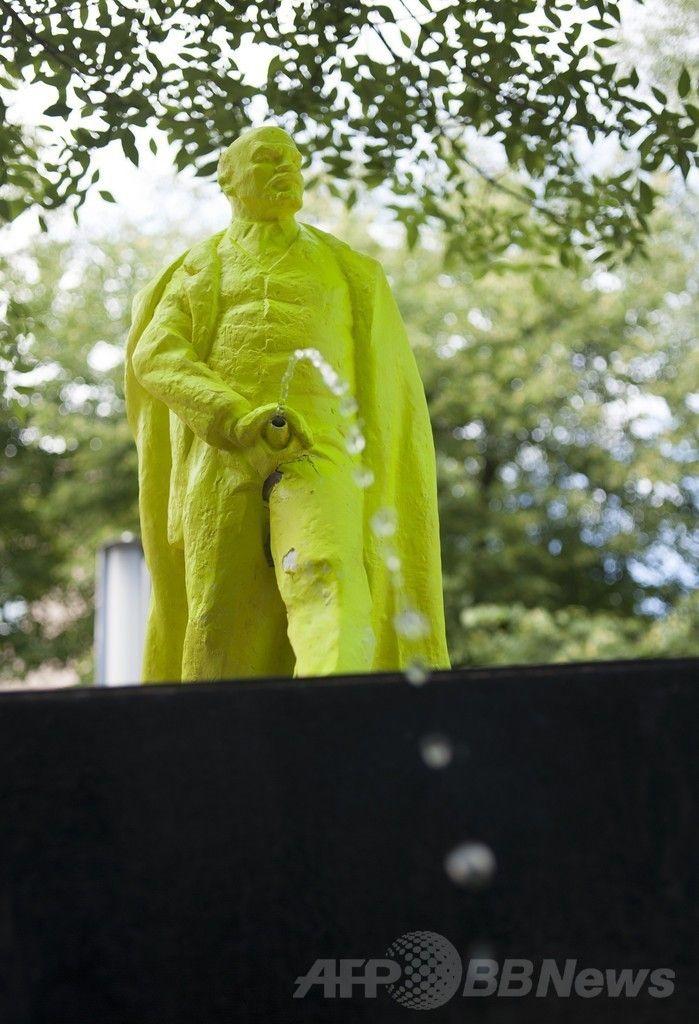 ポーランドのノワフタ(Nowa Huta)に設置された小便するレーニン像(2014年6月24日撮影)。(c)AFP/BARTOSZ SIEDLIK ▼2Jul2014AFP|小便するレーニン像、ポーランドに登場 http://www.afpbb.com/articles/-/3019451 #Nowa_Huta